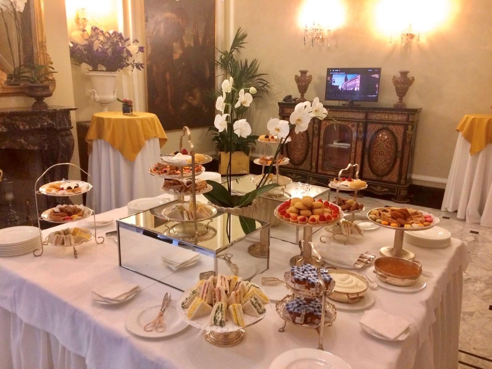 Tè e pranzo d'affari aziendale proposti dal Majestic e da Etiquette Academy
