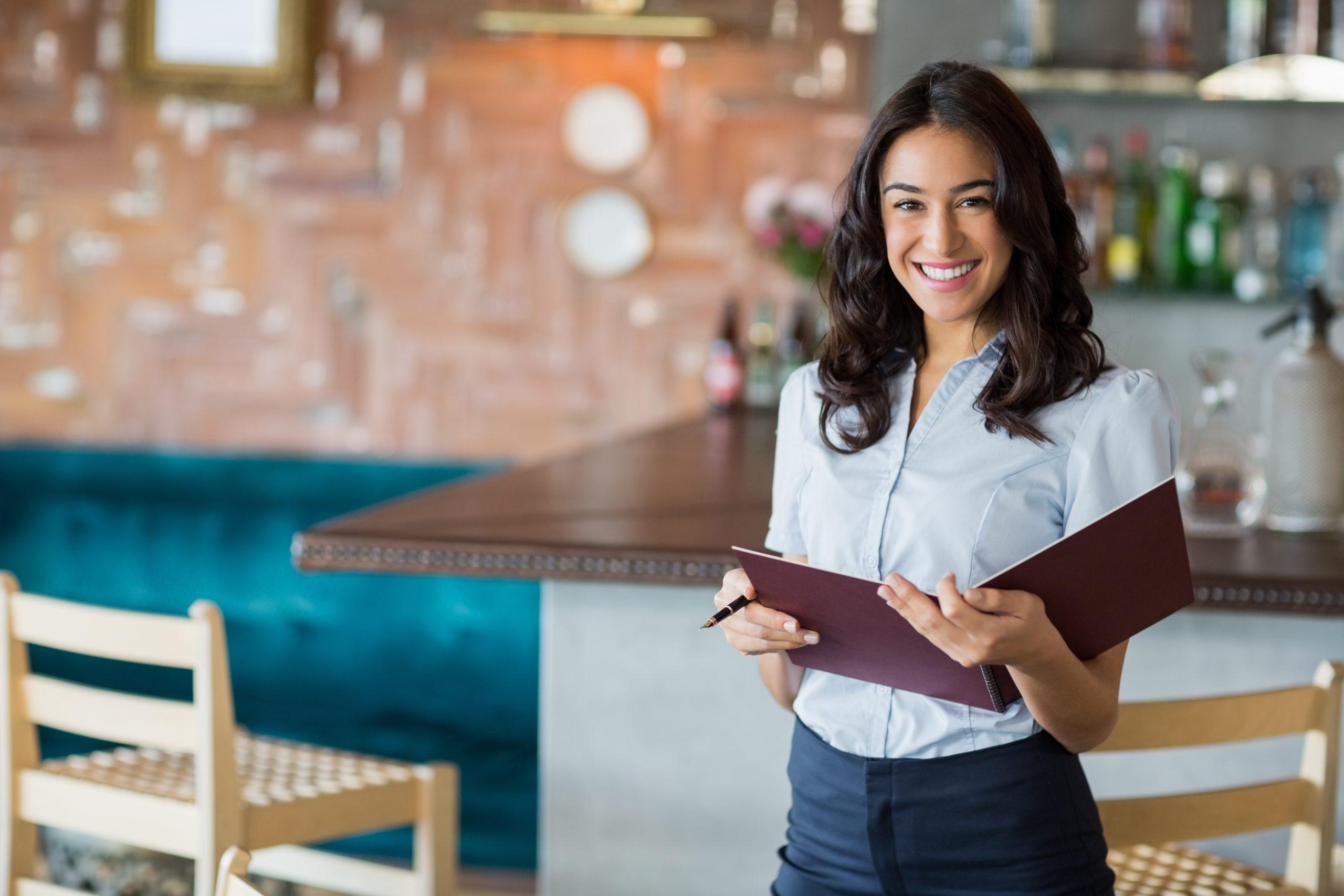 Approvato il decreto riaperture: tutte le regole per alberghi, bar, ristoranti, spiagge, piscine, negozi