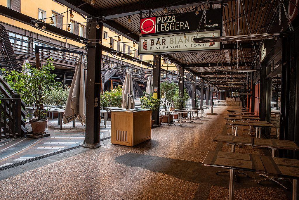 Prorogata la chiusura di bar e ristoranti. La rabbia e le richieste della Fipe: «Locali a rischio fallimento»