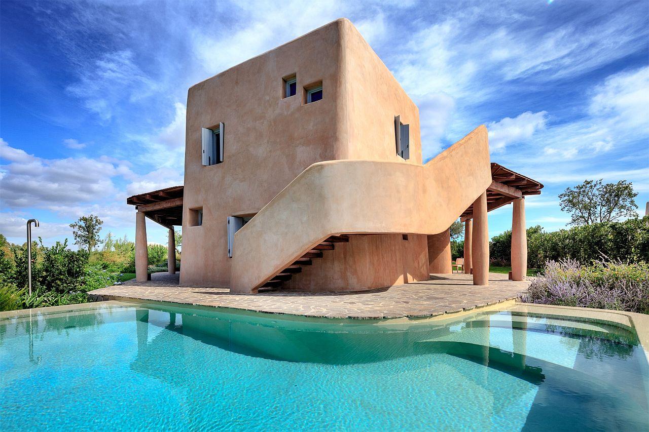 Is Molas Resort, Sardegna, rinnova l'hotel e offre early booking per affittare le splendide ville con piscina