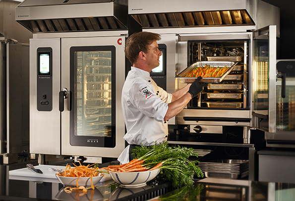 Convotherm lancia una nuova famiglia di forni combinati: ecco il modello maxx