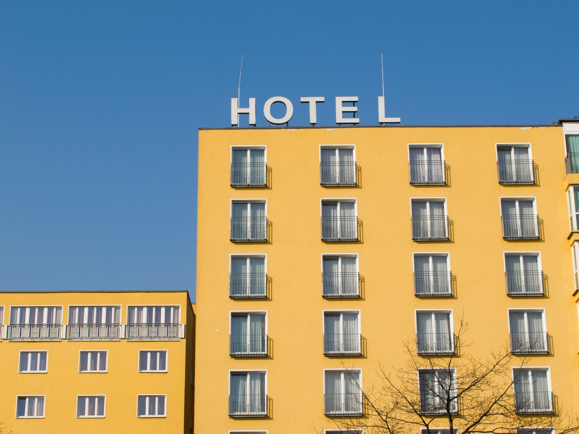 Superbonus 110%: esclusi gli alberghi, inclusi ospedali e caserme