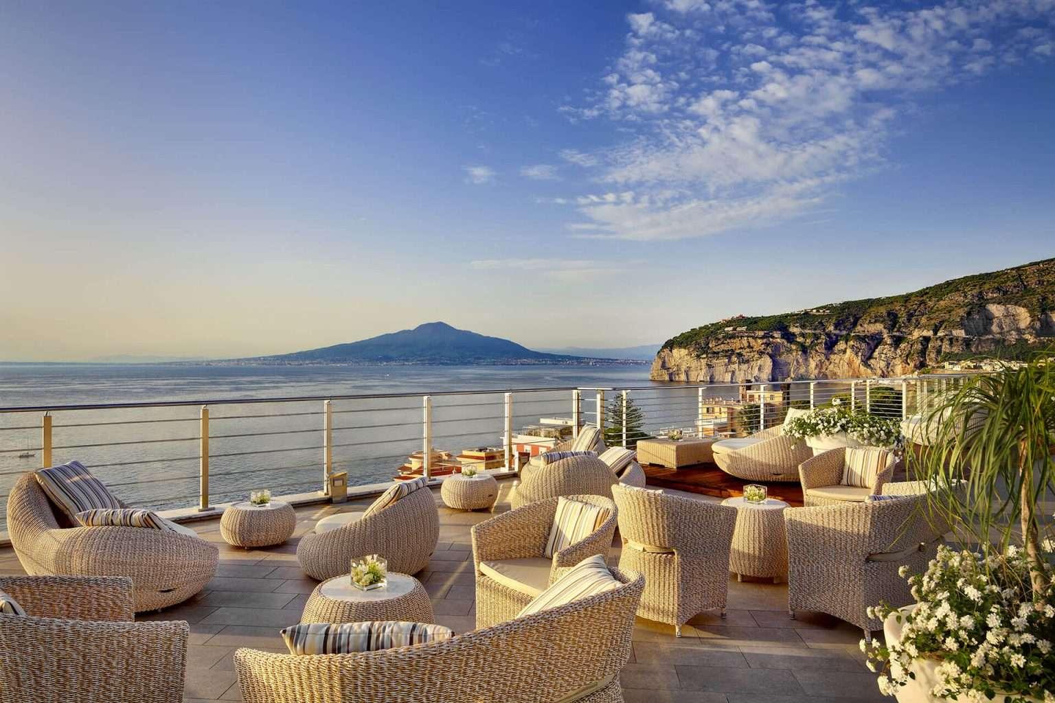Nel cuore della Sorrento Coast l'hotel Mediterraneo apre con una stella in più